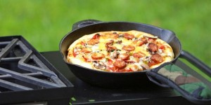 Easy Cast Iron Skillet Linguica Pizza